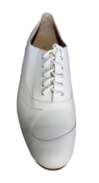 white tango shoe.jpg 142 kB